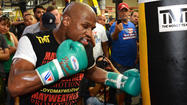 Floyd Mayweather Jr. uses boxing smarts to outmaneuver opponents