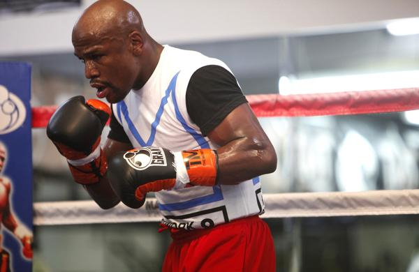 "Floyd Mayweather Jr. trains at a gym in Las Vegas in preparation for Saturday's WBC junior middleweight bout against Saul ""Canelo"" Alvarez"