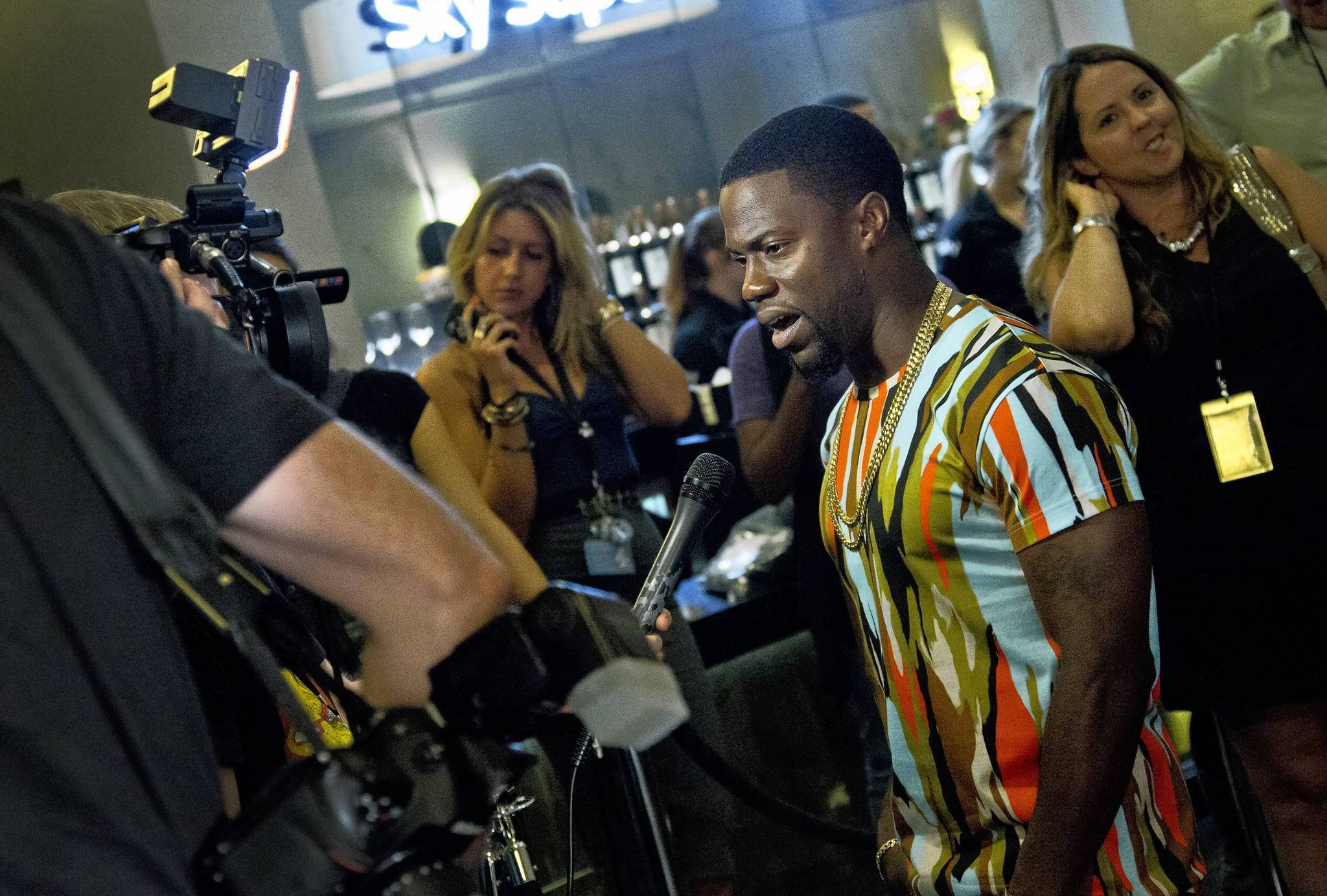 kevin hart filming comedy in la with help of state tax