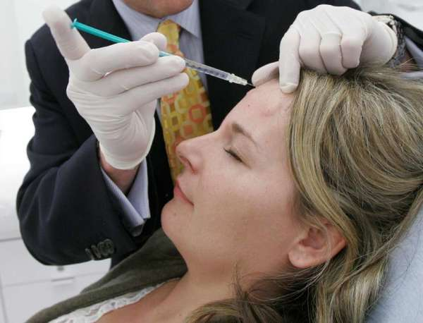 A Dallas woman receives a Botox injection. Federal regulators for the first time have approved Botox injections to temporarily ease the appearance of crow's feet.