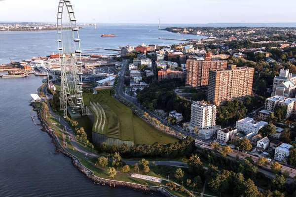 Artist's rendering of what developers say would be the world's largest Ferris wheel, planned for the New York City borough of Staten Island