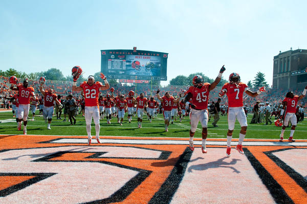 Illini players celebrate after beating Cincinnati 45-17 at Memorial Stadium.