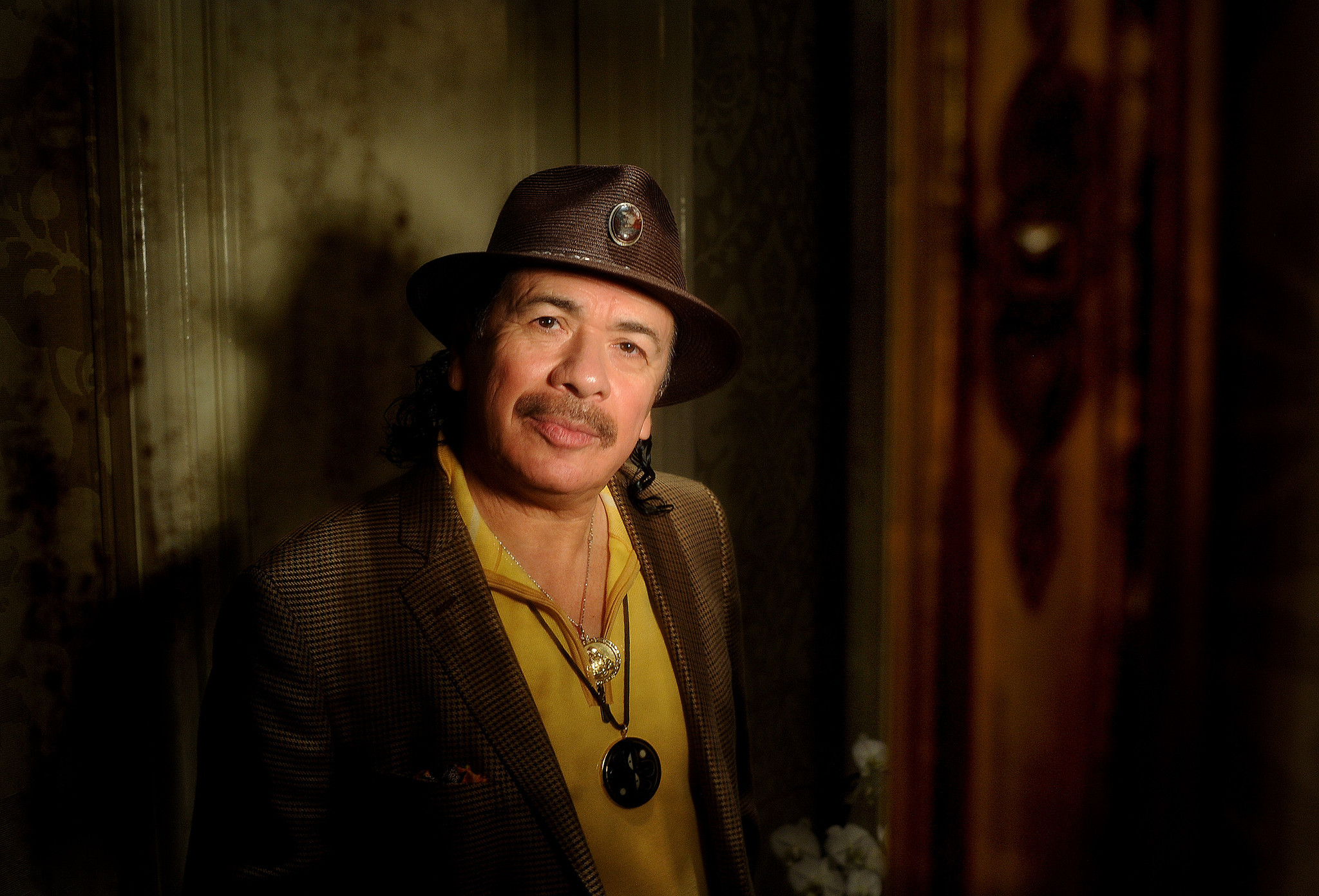 "Carlos Santana has backed off his statement that Beyoncé ""is not a singer."" (Wally Skalij / Los Angeles Times)"
