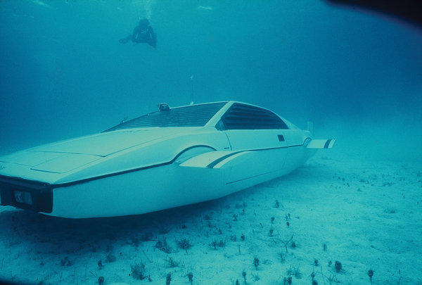 Submersible Lotus Esprit