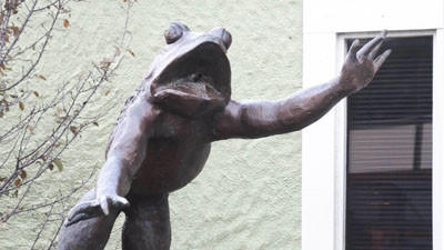 A large frog sculpture greets patrons at The Side Door in Petoskey. There are NO frog legs on the saloons menu.