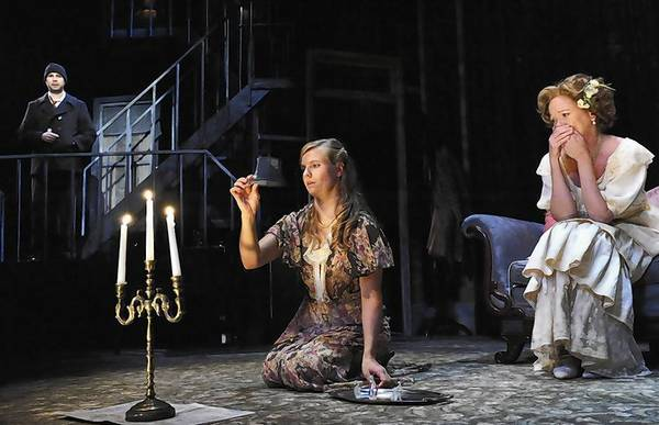 an analysis of the character of amanda in tennessee williams the glass menagerie