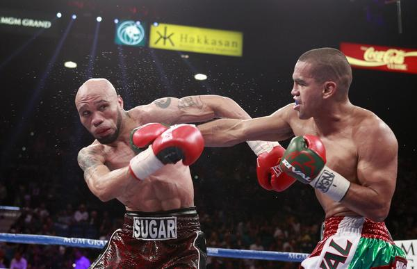 Chicago boxer Carlos Molina (right) of Mexico punches IBF junior middleweight champion Ishe Smith during their title fight Saturday in Las Vegas. Molina won the title by split decision.