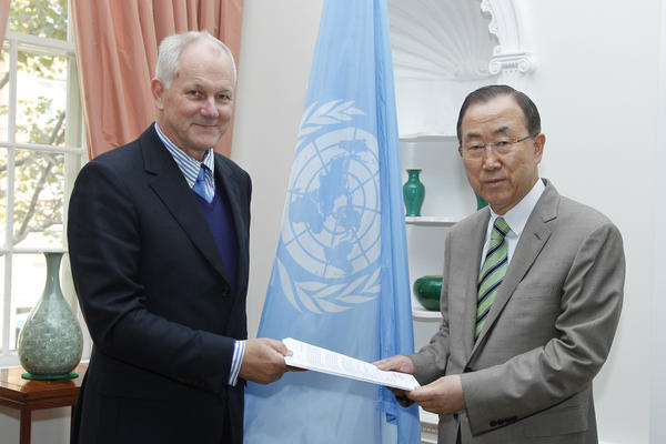 Ake Sellstrom, head of the chemical weapons team working in Syria, left, hands over his team's report to U.N. Secretary-General Ban Ki-moon.