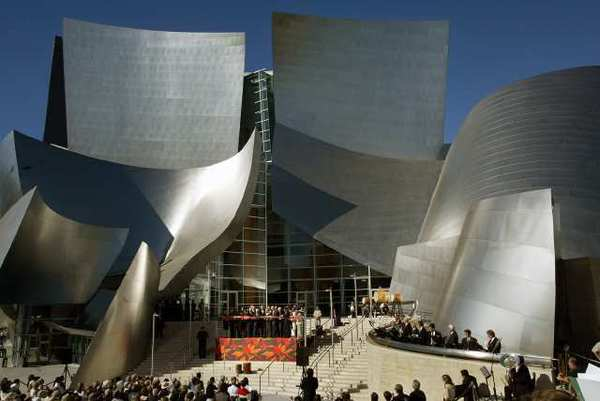 Ribbon-cutting at Walt Disney Concert Hall's official dedication ceremony on Oct. 20, 2003.