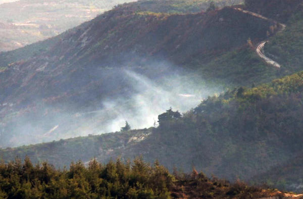 Syrian aircraft shot down along border with Turkey