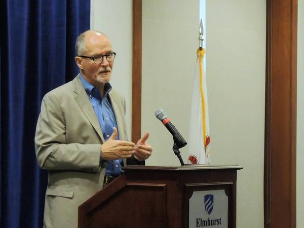 Former Chicago schools CEO Paul Vallas outlines his vision for education at Elmhurst College.
