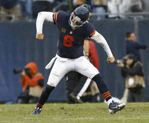 Bears quarterback Jay Cutler celebrates throwing the winning touchdown to Martellus Bennett against Minnesota on Sunday.