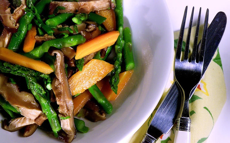 Asparagus Salad With Carrots and Shiitake Mushrooms