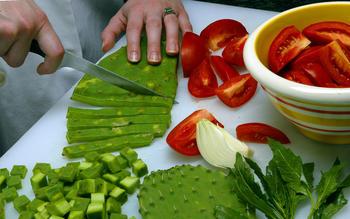 Guisado de nopales (stewed cactus paddles)