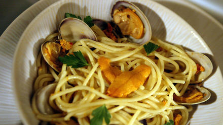 Spaghetti with sea urchins and clams