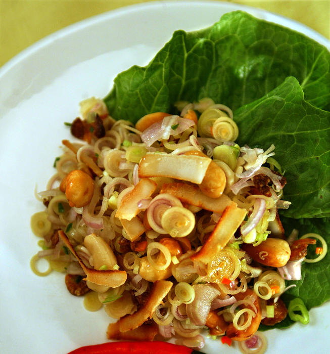 Yum takrai (lemon grass with dried shrimp and cashew)