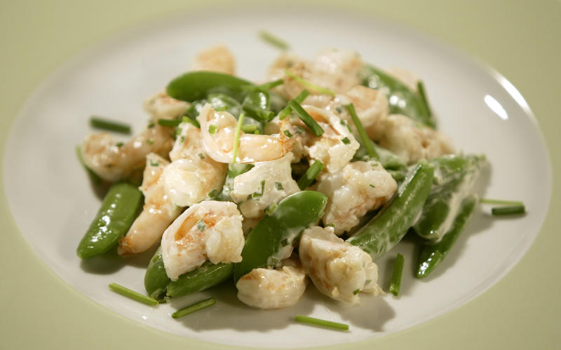 Sugar snap peas and shrimp with chive mayonnaise