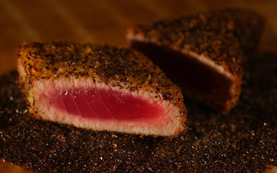 Seared tuna with smoked black pepper