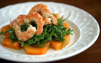 Melon salad with shrimp and wild arugula