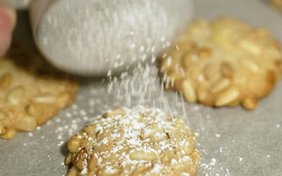 Pine nut and almond cookies