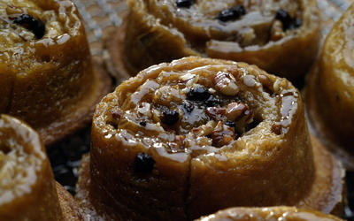Pecan currant sticky buns