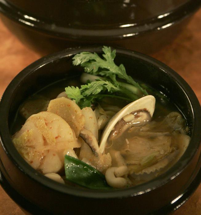 Seafood hot pot (haemul jungol)