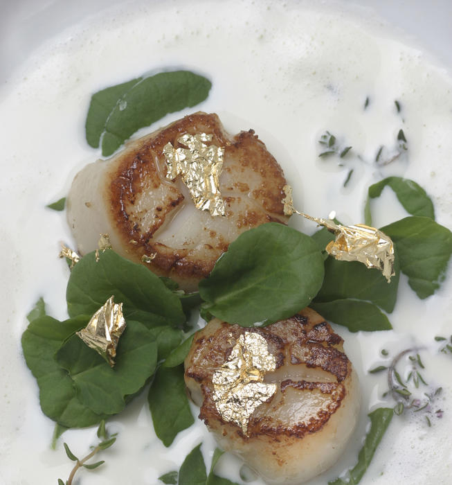 Young garlic soup with thyme, scallops and gold leaf