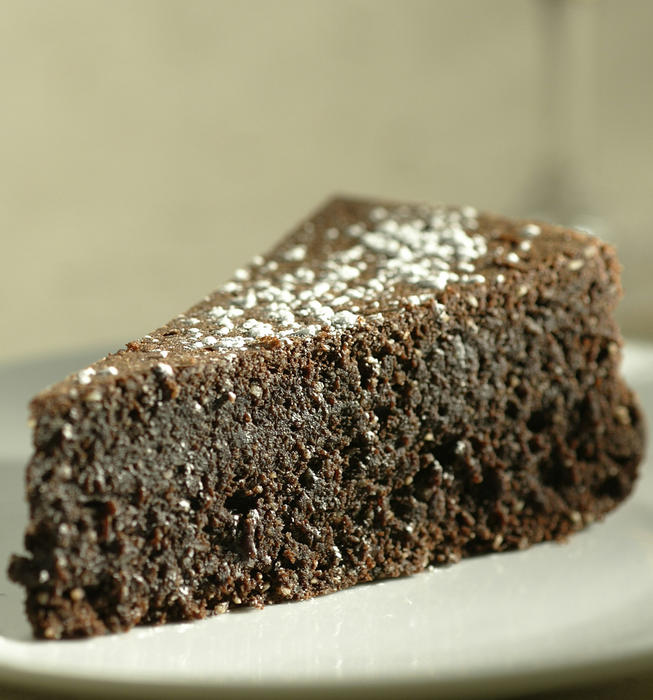 Flourless almond-chocolate cake