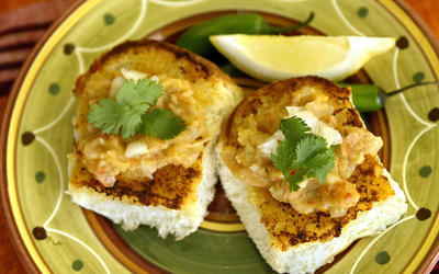 Pav bhaji (Spiced mashed vegetables with soft rolls)