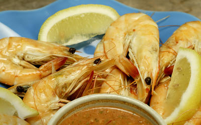 Gambas cozidas (poached shrimp with spicy tomato and garlic sauce)