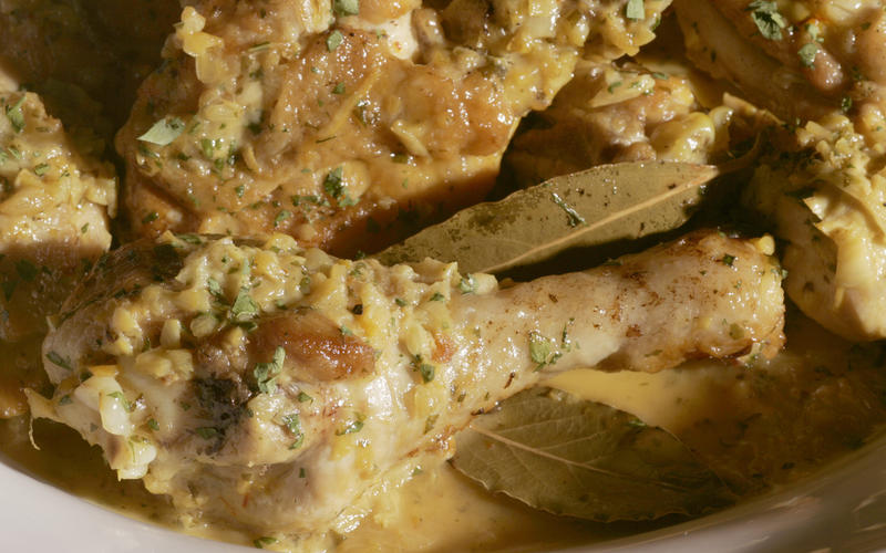 Chicken in garlic and wine sauce