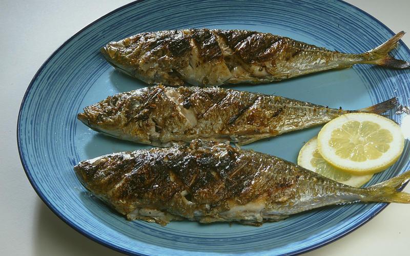Mackerel baked with bay and lemon