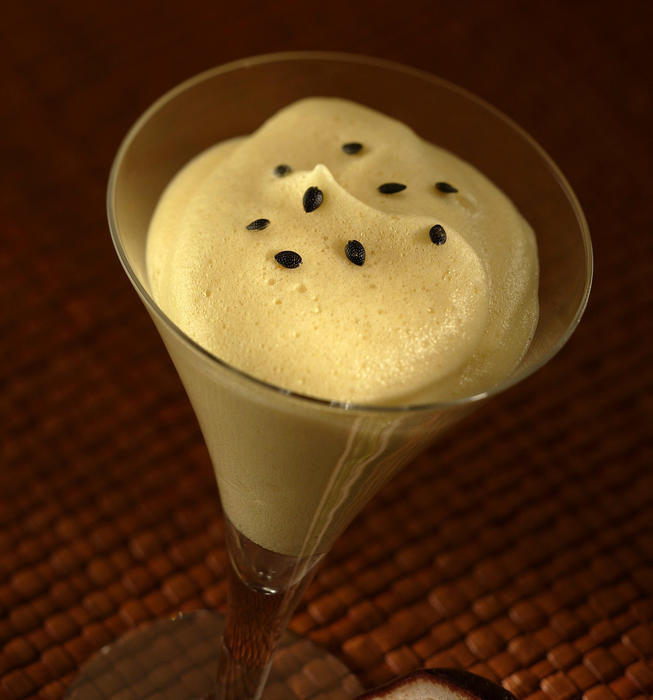 Mousse de maracuja (passion fruit mousse)