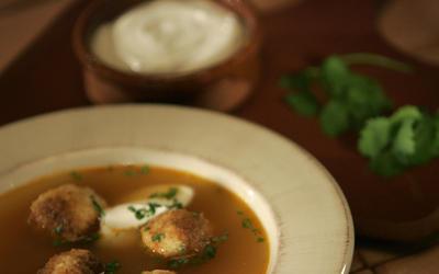 Sopa de bolitas de tortilla (tortilla ball soup)