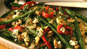 Roasted green beans with blue cheese