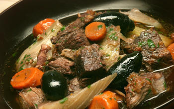 Daube de boeuf Provencale (Provencal beef daube with red wine and black olives)