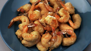 Beer-battered shrimp with classic tartar sauce