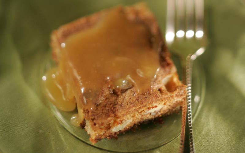 Apple-nut cake with caramel sauce
