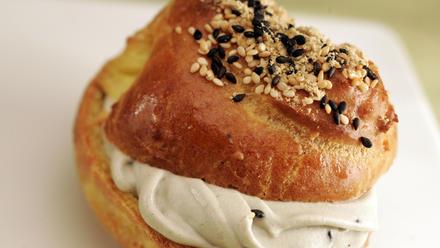 Patisserie Chantilly petits choux au sesame (Black sesame cream puffs)