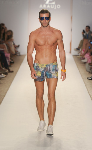 <b>Photos:</b> Mercedes-Benz Fashion Week Swim - A.Z Araujo