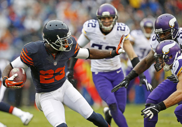 Devin Hester receives a punt as the Vikings pursue him.
