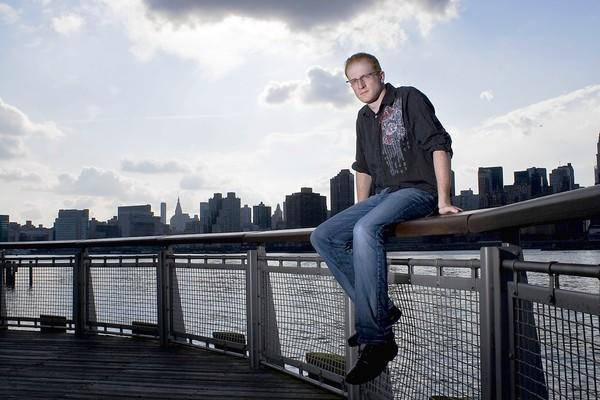 "Steve Hofstetter, a Los Angeles-based comic, will take the stage at Tap House on Tuesday as part of the venue's ongoing ""Battle Of The Comics."""