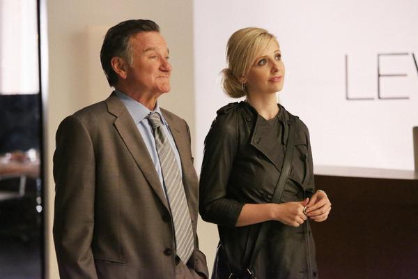"Simon Roberts (Robin Williams, left) runs a successful ad agency with his daughter Sydney Roberts (Sarah Michelle Gellar, right) by his side on the series ""The Crazy Ones."""