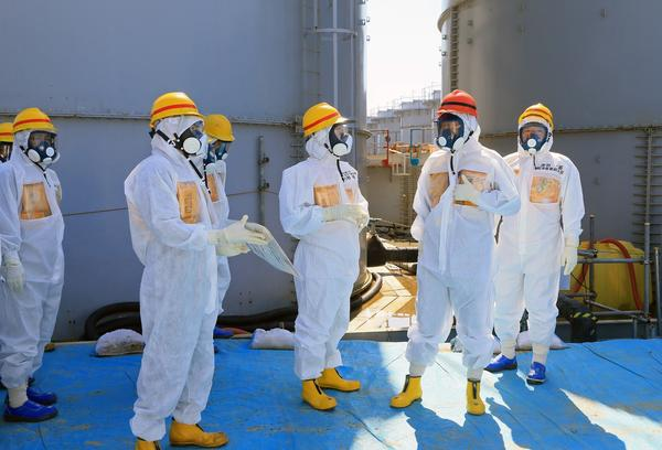 Abe tours Fukushima disaster site