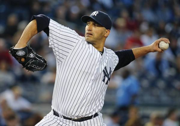 New York Yankees starting pitcher Andy Pettitte has announced his retirement.