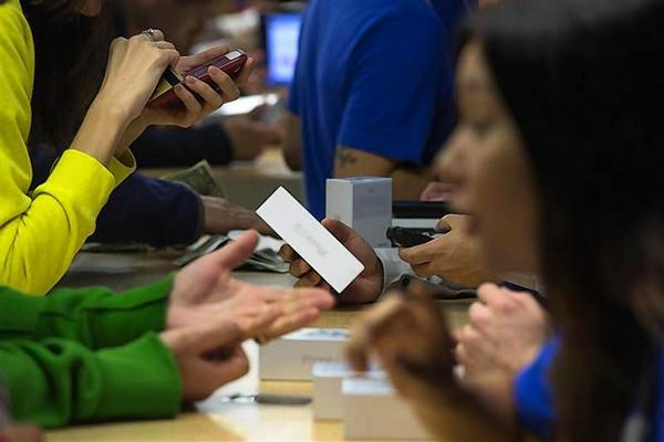 Customers purchase the iPhone 5s at the Apple retail store on Fifth Avenue in Manhattan.