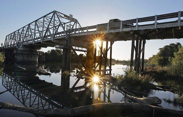 Under the $25-billion proposal, a new diversion point on the Sacramento River in the north Sacramento-San Joaquin Delta would feed two 30-mile tunnels leading to southbound aqueducts.