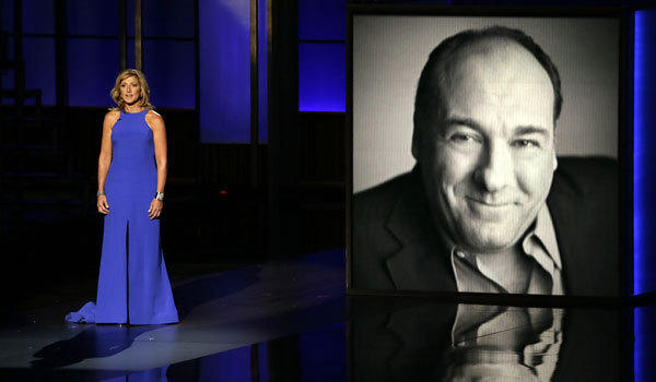 Edie Falco remembers James Gandolfini at the 2013 Emmy Awards.