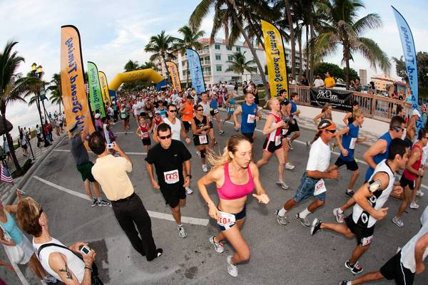 Runners pass during last year's run. (Photo by Robert Stolpe)
