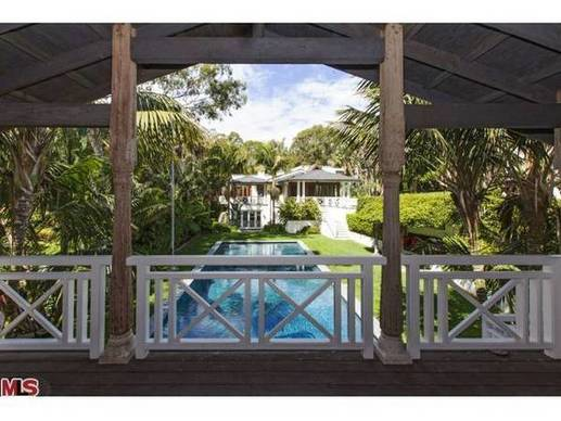 The guest house overlooks the swimming pool.
